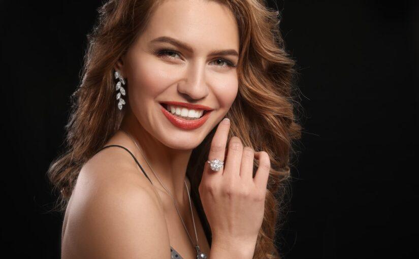 Giv hende flotte smykker fra Julie Sandlau i gave
